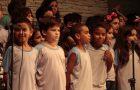 Cantata promove envolvimento entre pais e filhos em Colégio Adventista