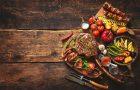 Mesmo em pequenas porções, comer carne vermelha pode ser arriscado, diz estudo