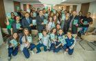 Funcionários da Assembleia Legislativa do Paraná são presenteados com livro missionário