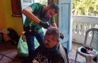 Voluntários ajudam moradores de rua na região central do Rio