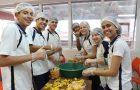 Estudantes produzem picolés para custear projeto de voluntariado