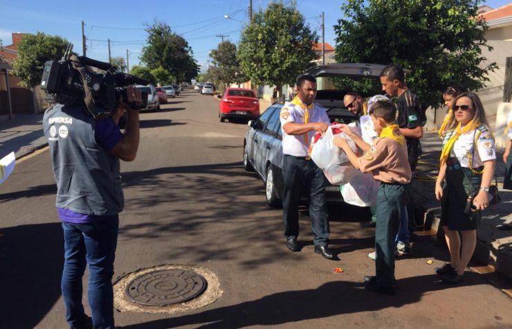 Desbravadores de Maringá arrecadam roupas em parceria com a Rede Massa (SBT PR)