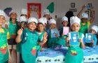 Escola Cristã de Férias leva crianças para a cozinha