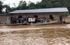 Casa flutuante vira igreja para alcançar comunidade rural