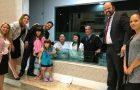 Impacto Ilha leva 100 pessoas ao batismo