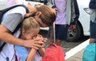 Ação de escola incentiva pais orarem com filhos antes das aulas