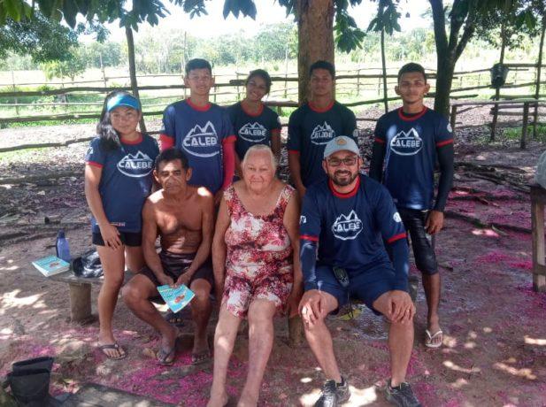 Os jovens se dividiam em grupos de visitação e estudos bíblicos por toda comunidade