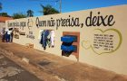 Muro de igreja é transformado em canal para fazer e receber doações
