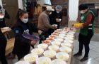 Jovens catarinenses distribuem marmitas durante pandemia
