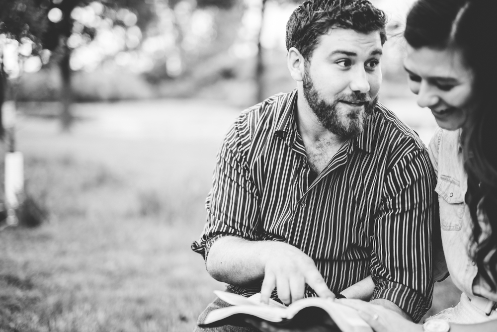 O testemunho pessoal tem a ver, também, com estudos da Palavra de Deus. (Foto: Shutterstock)