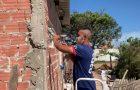 Voluntários constroem residência para casal desempregado