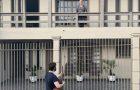 Profissionais de saúde são surpreendidos com serenata em frente às suas casas em SC