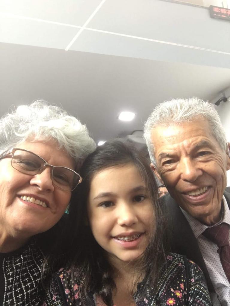 Neta Laura e seus avós, Elias e Isabel.