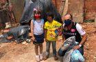 Crianças carentes ganham presentes durante feriado prolongado