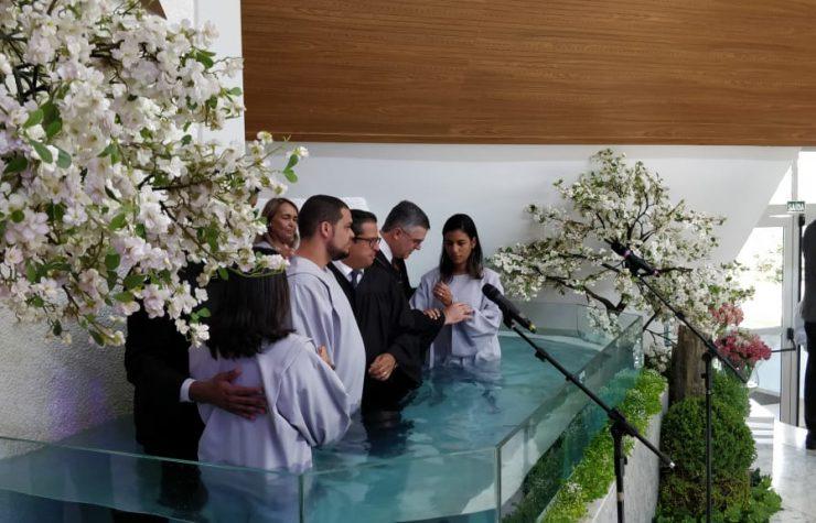 Classe de Escola Sabatina dedica-se a estudo das profecias e chama atenção de visitantes da igreja