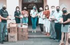 Colégio Adventista entrega kits de páscoa para profissionais de saúde