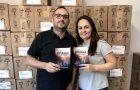 Casal envia mais de 43 mil literaturas cristãs dentro de embalagens de produtos