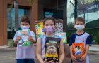 Crianças arrecadam ração para abrigo que acolhe animais abandonados