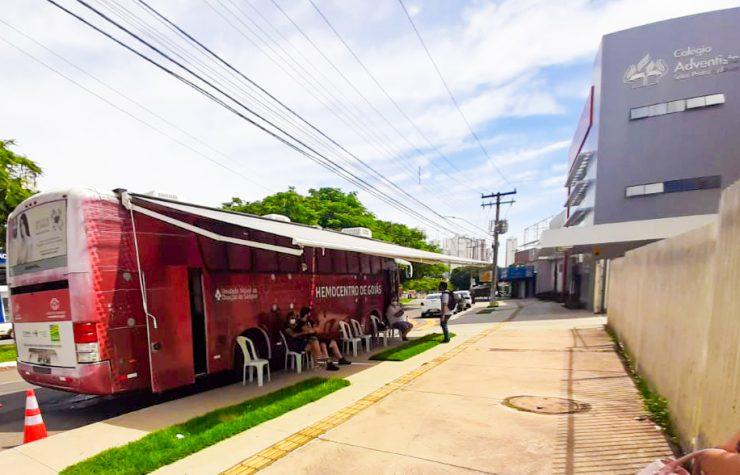 Ação com ônibus do Hemocentro coleta mais de 50 bolsas de sangue em Goiânia