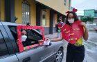 Drive-thru no Espírito Santo viabiliza comemoração no Dia das Mães