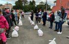 Colégio Adventista arrecada alimentos e distribui para famílias carentes