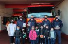 Alunos de Escola Adventista homenageiam bombeiros no RS