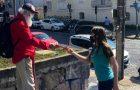 Voluntários dedicam férias para fazer a diferença na comunidade