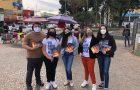 Família leva esperança para pedestre de praça no DF