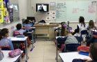 Autora de paradidático faz palestra para alunos da educação adventista de Porto Alegre