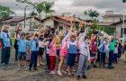 Igreja recém organizada reúne 90 crianças da comunidade para iniciar clube de Aventureiros