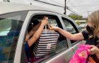 Drive-thru solidário arrecada mais de 500 itens para doar a crianças carentes
