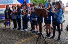 Médicos são surpreendidos com homenagem de alunos em Vitória