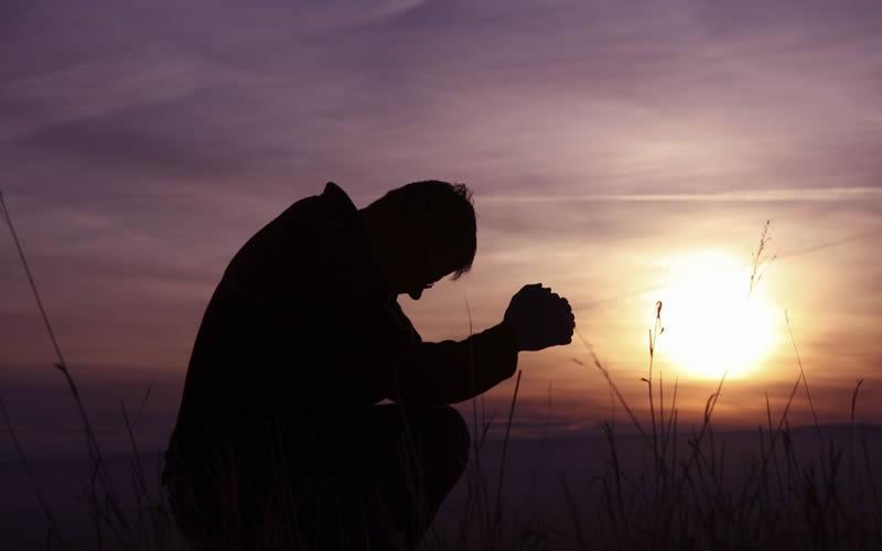 Resultado de imagen para persona orando