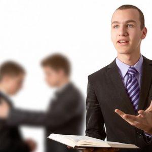 Pastor e ancião fazendo discípulos
