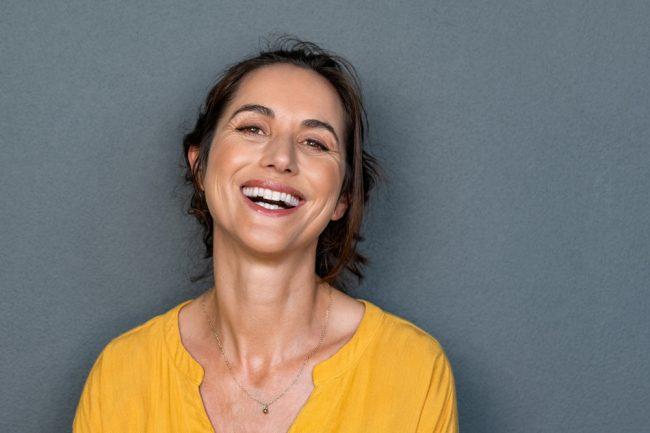 Mulher meia idade sorrindo