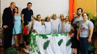 Familia se bautiza como fruto del encuentro de matrimonios
