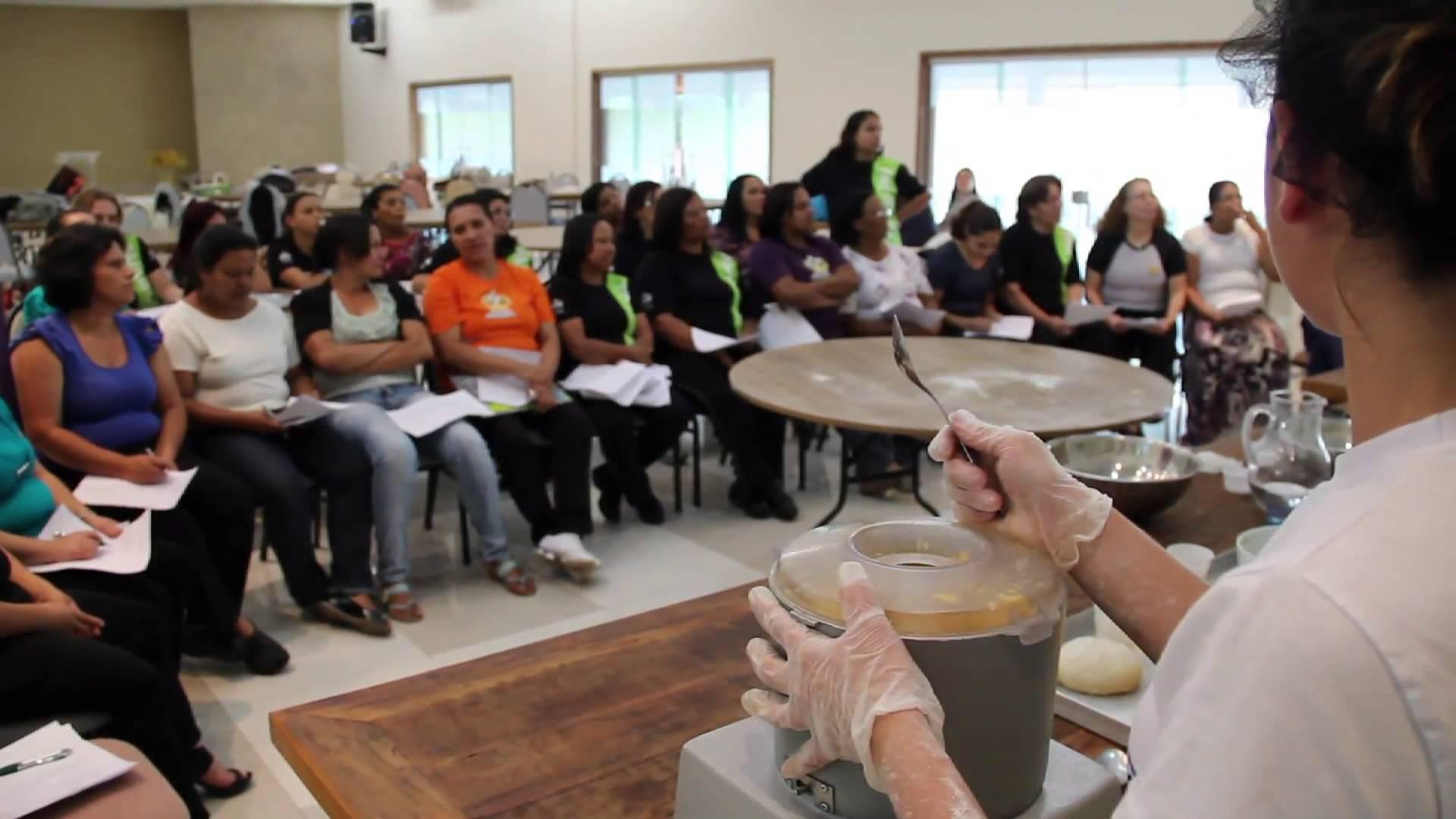 Cantineiras da Rede Educacional recebem capacitação