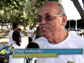 Funcionários da Associação Paulistana realizam entrega de livros A Grande Esperança