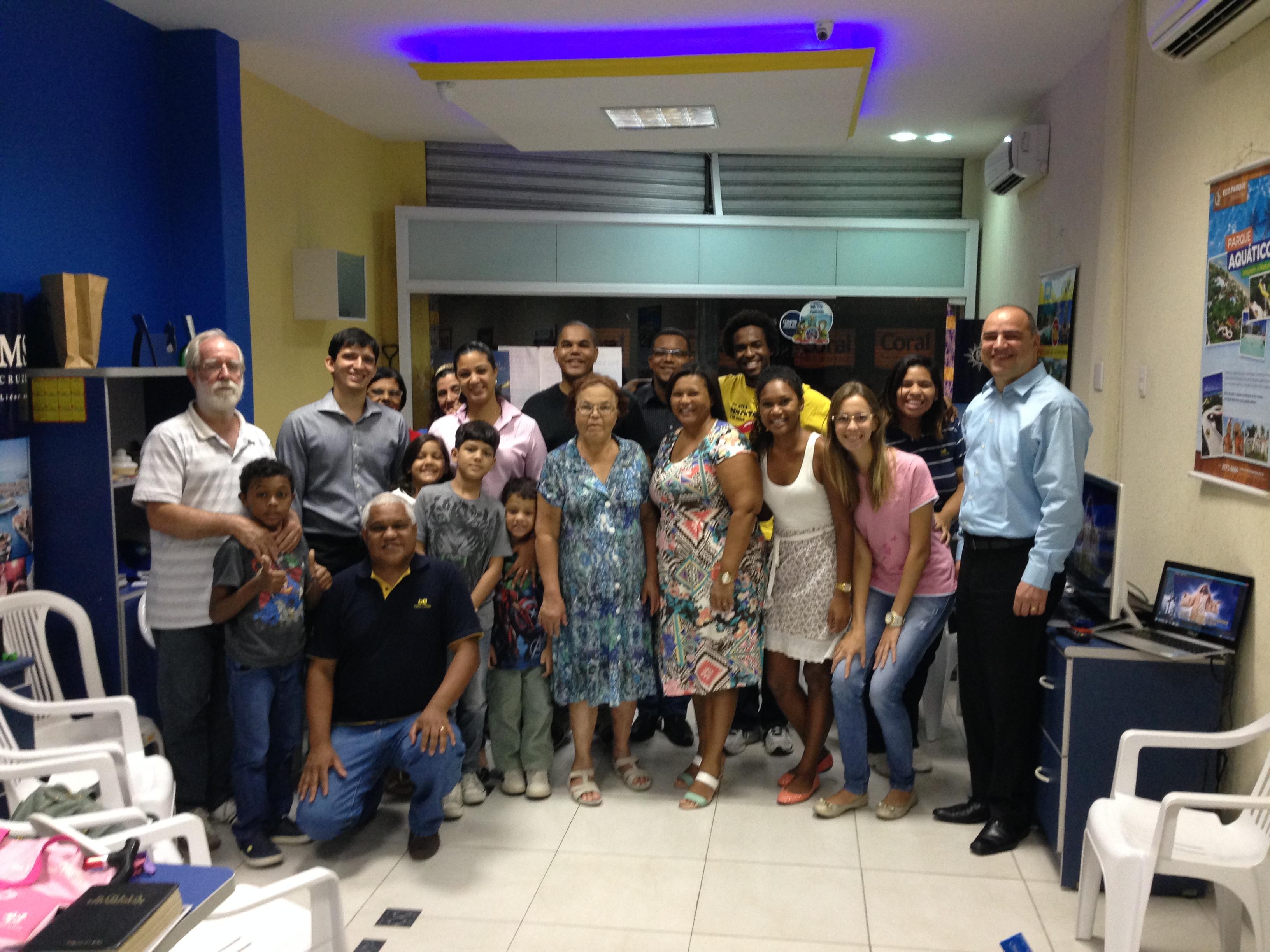 Pequeno Grupo em agência de turismo