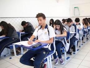 Simulado prepara alunos para vestibulares