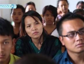 Com a Bíblia Aberta (Histórias da Ásia II)