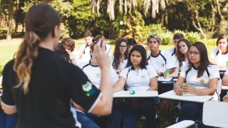 Colégio adventista inicia atividades com aula ao ar livre