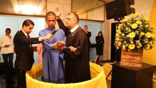 Evangelismo do Ministério da Mulher batiza mais de 100 pessoas