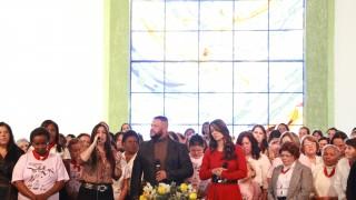 500 mulheres celebram o evangelismo público