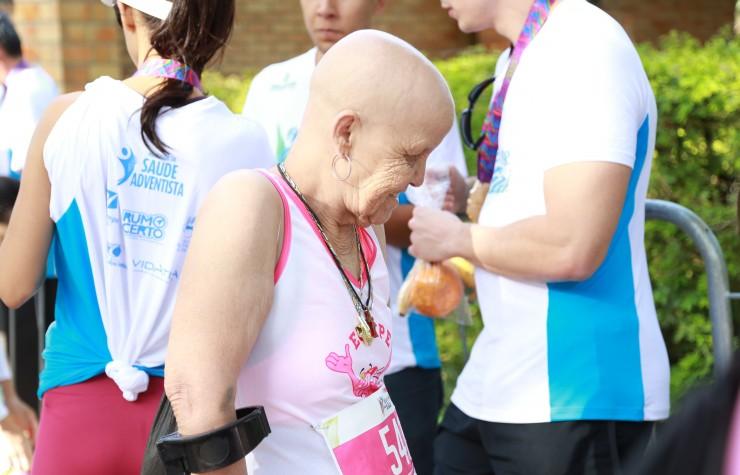 Mesmo com câncer, atleta participa de corrida em MG