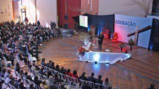 Líderes aprendem conceitos de adoração no Sul do Brasil