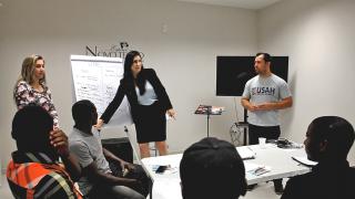 Programa oferece aulas de português para imigrantes em Porto Alegre e Canoas