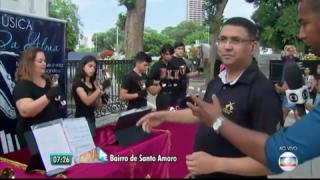 Adventistas levam música ao cemitério no dia de Finados.