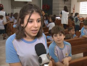 Crianças doam cabelo para vítimas do câncer (Record)