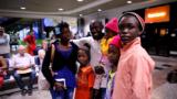Voluntários ajudam haitiano a trazer filhos para o Brasil
